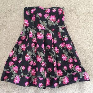 Forever 21 Strapless Skater Dress Size Medium